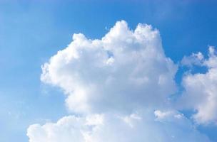 fondo de cielo azul y nubes foto