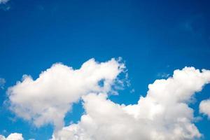 cielo azul con nubes closeup foto