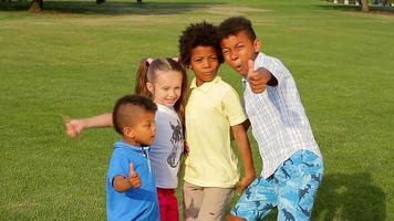 cuatro buenos niños.