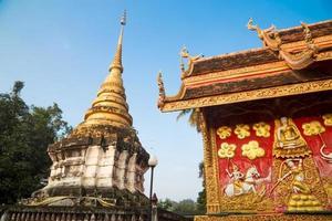 Wat Phra That Lampang Luang con cielo azul, Tailandia