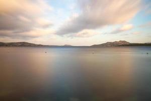Meer mit Landschaft photo