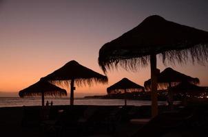 Pintoresco y cambiante crepúsculo sobre el sur de Tenerife, Islas Canarias, España