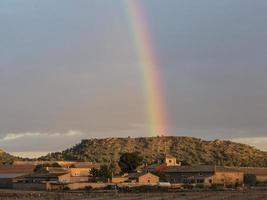 pueblo español arcoíris