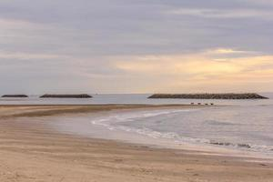 playa tropical de arena blanca foto