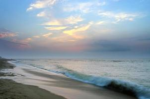e paisagem, mar, sol, céu dourado