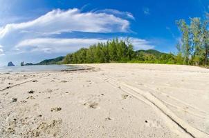 hermosa playa en la isla ...