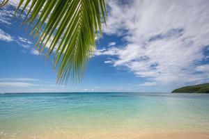 playa exótica de verano con agua clara. foto
