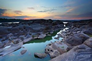 Sampanbok (3000 hoyos) en el río Mekong, Ubon Ratchathani, Tailandia