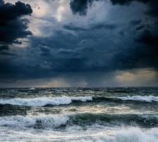 vista del paisaje marino de tormenta foto