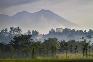 Volcán rinjani en lombok, indonesia foto