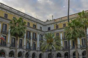 famosa plaza real histórica en barcelona, españa