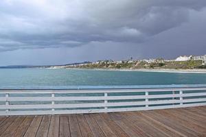 Stormy San Clemente Pier, sur de California foto