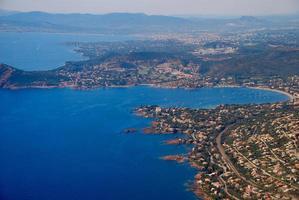 vista aérea del mediterráneo, riviera francesa, cote d'azure