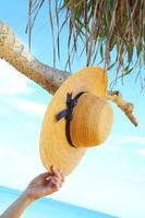 tomando sombrero foto