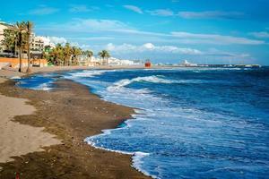 pintoresca costa en la ciudad de benalmádena