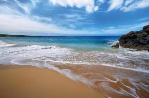 playa de makena, en maui, hawai foto