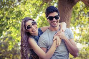 linda pareja en el parque