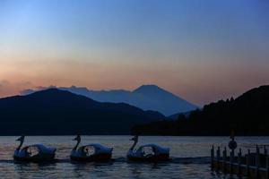 linda mt. Fuji de um lago Ashinoko