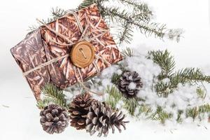 Cajas de regalo hechas a mano para celebración navideña.