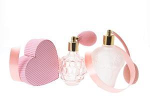 frascos de perfume y caja de regalo foto