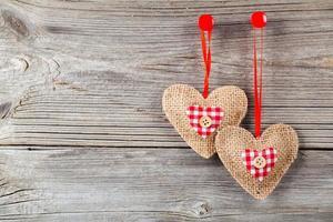 coração sobre fundo de madeira