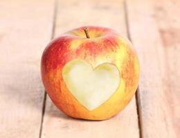 formato de coração amor maçã