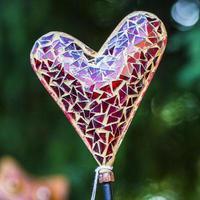 san valentino: cuore di mosaico rosso