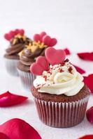 rosa roja y cupcakes