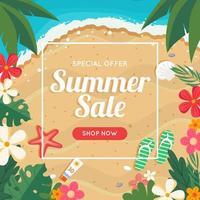 Banner de venta de verano con playa y mar, marco floral.
