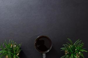 taza de café en el escritorio