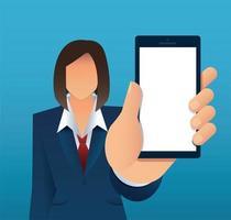 Mujer tendiendo la mano mostrando la pantalla del smartphone en blanco