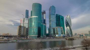 città del centro di affari internazionali di grattacieli alla sera hyperlapse timelapse, mosca, russia
