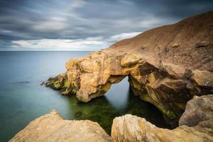 rochas de sela em água lisa