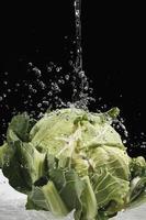 coliflor bajo chorro de agua