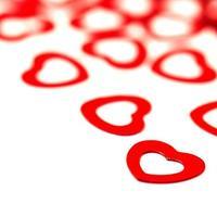 corações vermelhos em fundo branco