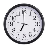 siete en punto en el reloj de línea