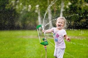 jugando con agua foto