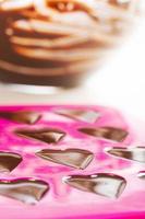 haciendo chocolates foto