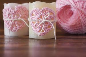 Corazón rosa de ganchillo hecho a mano para vela para el día de San Valentín foto