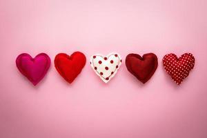 Tono rojo dulce amor corazones artesanías hechas a mano para el día de san valentín foto