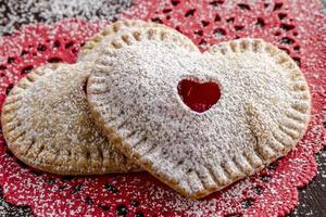 pasteles de cereza en forma de corazón foto