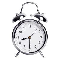 la mitad de la novena en un reloj despertador redondo