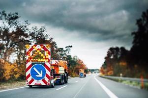 camiones de seguridad de emergencia en carretera
