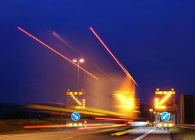 luces de un camión grande. foto