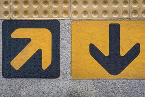 signo de flechas de entrada y salida foto