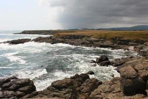playa rocosa foto
