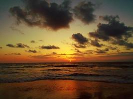 playa de san clemente en ecuador foto