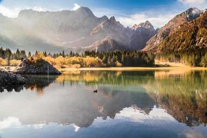 mañana de otoño en los alpes