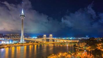 Torre di Macao e luogo di riferimento del ponte di Macao di Macao Cina nella notte video