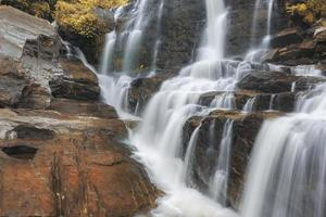 Cascada de mae-klang en el parque nacional doi inthanon, chiang mai